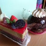 ケーキ工房 パティスリー モモ - 料理写真:ケーキセット(500円) ダブルベリーピスタチオ&ティラミス  ※スイーツパスポート使用