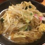 東京タンメン トナリ - 野菜は濃いめの味でシャキシャキ