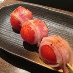 和in - トマト巻きー焼いたトマトの甘みが最高!