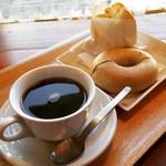 ベーグル カフェ クマナカ - ドリンク写真:紅茶とオレンジのベーグル‼