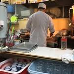 石田屋やきそば店 - 厨房