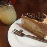 CAFE&バル AJIT - 100%グレープフルーツジュースと洋ナシのタルト