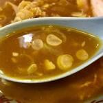 80035931 - 見た目よりスパイシーなスープ                       ラーメンスープ自体は昔ながらの醤油スープ。カレーにもよくマッチしていました♪