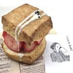 カンノン ベイク - 苺とつぶあんクリームのスコーンサンド 500円(税込)