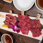80038277 - お肉1皿目