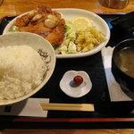 カフェ&レスト 潮騒 - チキンガーリック定食、1,000円