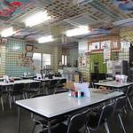 鶴亀屋食堂 - テーブル席