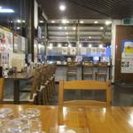 麺家 西陣 - 広い店内