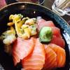 まぐろや 柳橋 - 料理写真:ネタが選べる三色丼¥1000(税込) 赤出し付き (天然まぐろ、サーモン、青柳) ネタ◎、酢飯も旨い!