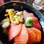 まぐろや 柳橋 - ネタが選べる三色丼¥1000(税込) 赤出し付き (天然まぐろ、サーモン、青柳) ネタ◎、酢飯も旨い!
