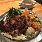 ASSE - 鶏もも肉のローストと前菜五種のランチプレート