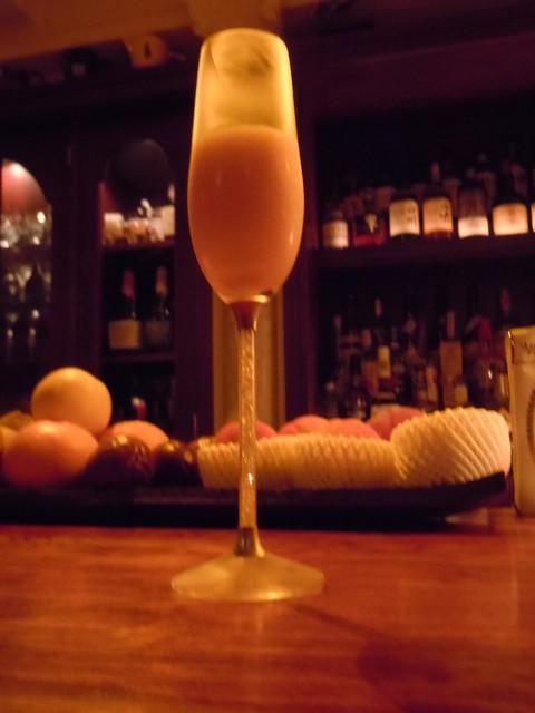 ル テアトル - ●ピーチとシャンパンのカクテル、ベリーゼ