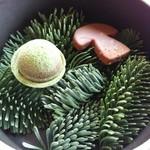 キュイジーヌ[s] ミッシェル・トロワグロ - 抹茶タルト セップ茸のアイスチョコ
