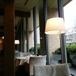 キュイジーヌ[s] ミッシェル・トロワグロ - 都庁を眺めながら食事