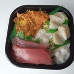 丼丸 - ウニ・エンガワ丼特盛にマグロとホタテのトッピング