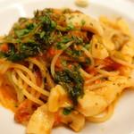 ピッツェリア・サバティーニ - 甲烏賊、ほうれん草、トマトソースのスパゲッティ