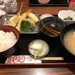 マルヤス水産 - 特選天ぷら定食 ※炊飯器のにおいが白飯につき過ぎ