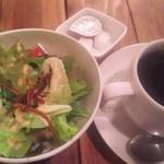 80059112 - ランチサラダとコーヒー(各100円)
