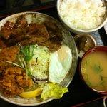 定食や - 鶏から豚肉の生姜焼き定食、これはこの店の鉄板だと思う。