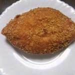 パンの店エラブル - 料理写真:カレーパン(150円+税)