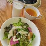 山麓館農場レストラン - 大地の恵みランチのスープ、牛乳、サラダ