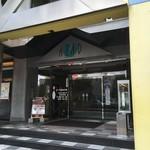 ファンファン - このビルの3階にお店があります。