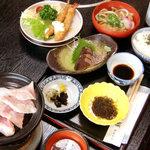 朝日堂 - 注文しなくても出てくる定食(1050円)