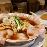 サバ6製麺所 - サバ醤油そば 肉盛り