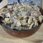 満幸商店 - あわしま丼ノーマルサイズ \1500  サザエ、アサリ、おく貝などをショウガで煮込んだのを丼にかけてあります。