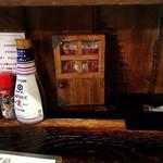 我楽食堂 - 料理写真:内観(カウンター席)※この小さなドアは開くのかな?