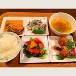 ワイン食堂 ハレノヒテーブル - 料理写真:4種のプレートランチ