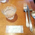ル クール ピュー - テーブルの上