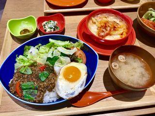chawan イオンモール松本店 - ホーリーバジル香るガパオライス・選べる副菜:海老グラタン(\1,180)