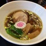 ラーメンラボ うさぎプラス - 料理写真:中華そば〜( ´ ▽. ` )/醤油¥780円