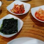 高麗参鶏湯 - 参鶏湯についてくるキムチ・カクテキ・韓国海苔