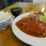 洋食のくんた - ポークチャップ1200円(ライス大盛り)