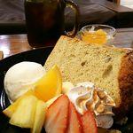 パーツシーカフェ - 完熟バナナシフォン ドリンク付き980円