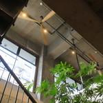 BERTH COFFEE - 今のコーヒースタンドの匂いとホステルの無国籍でカジュアルな空気感、両方を兼ね備えたお洒落さ5