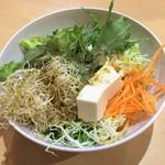 魚沼スイーツガーデン ナトゥーラ - かみさんのサラダ1皿目