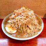 ラーメン富士丸 - 料理写真:ラーメン麺半分野菜マシ