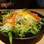 天ぷらと日本酒 明日源 - たっぷりサラダ