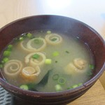 Saturday . AND READY - 朝食に添えられたお味噌汁はワカメのお味噌汁。