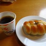 ベーカリー&カフェ キクチヤ - ちくわパンとコーヒー