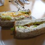 ベーカリー&カフェ キクチヤ - 玄米サンド