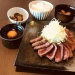 牛かつも食べれるお店まる勝 - 料理写真:牛ロースかつ定食 1380円