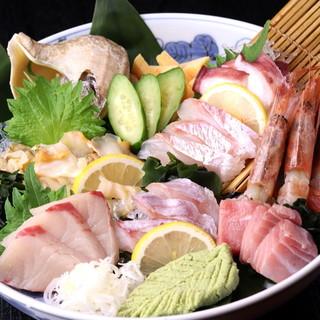 """旬の魚を使った""""お刺身""""は、鮮度抜群の美味しさ◎"""