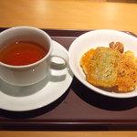 播磨屋ステーション - 紅茶とおかきをいくつか取りました