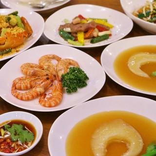 料理長の技を楽しめるコース料理をご用意しております。