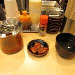 肉のヤマキ商店 - 無料のキムチ・ランチタイム無料のわかめスープ