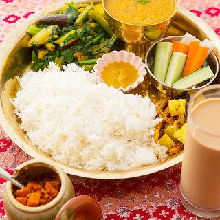 ネパール料理で有名な「ダルバート」や「ビリヤニ」も